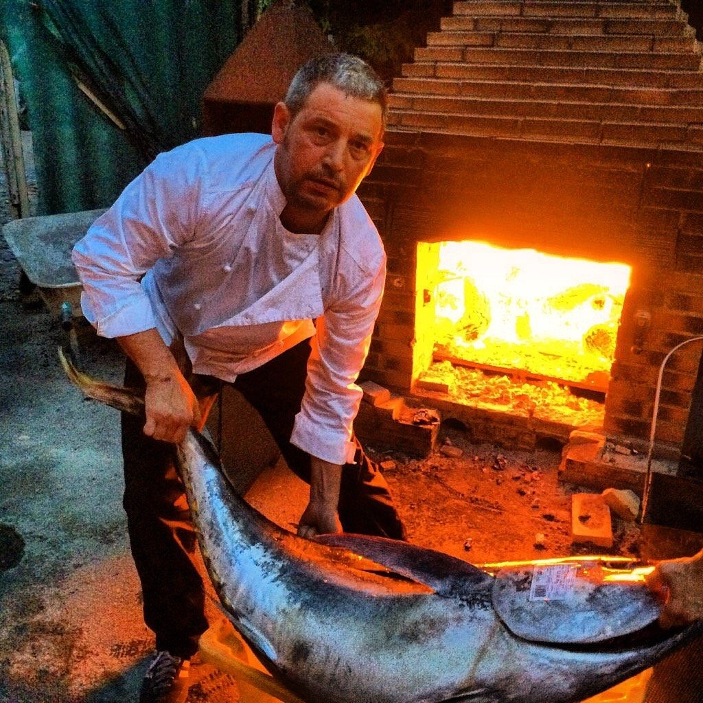 Abel Álvarez con un gran ejemplar de pescado