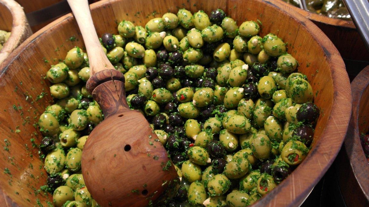 Aceitunas negras y verdes