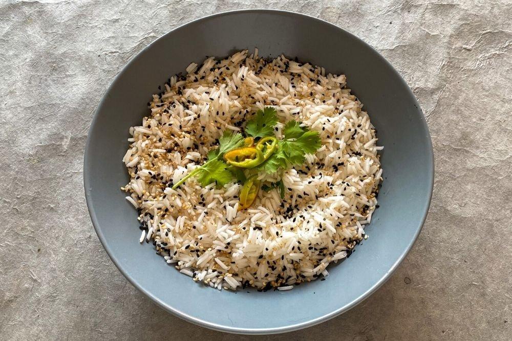 Acompañar el curry rojo de langostinos con arroz jazmín