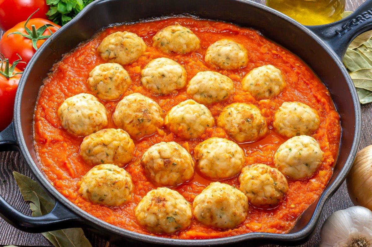 Albóndigas de pollo en salsa de tomate