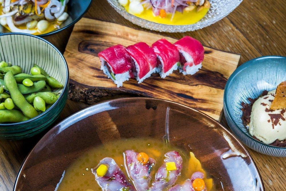 Algunos platos del menú nikkei del restaurante Kena