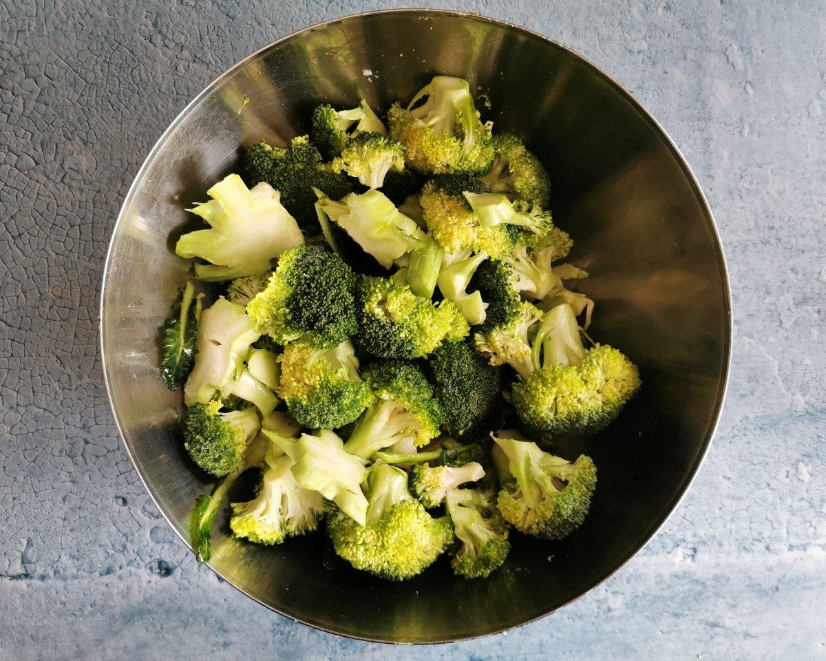 Aliñar las flores de brócoli