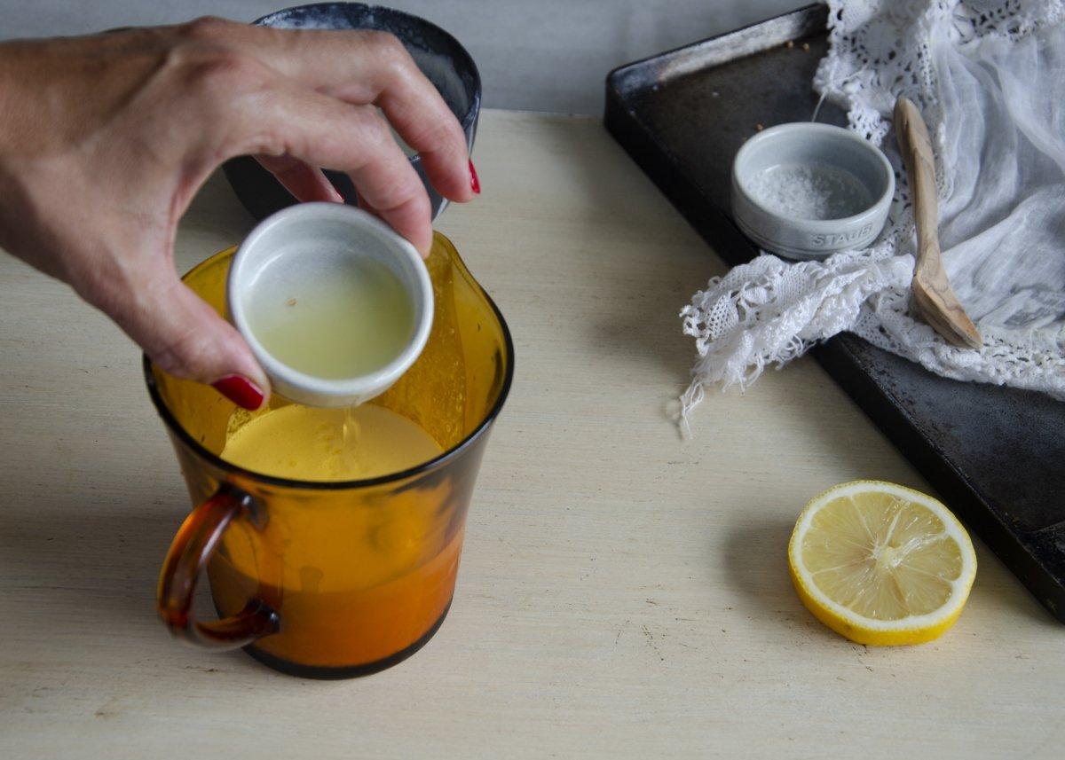 Añadimos el zumo de limón a la crema