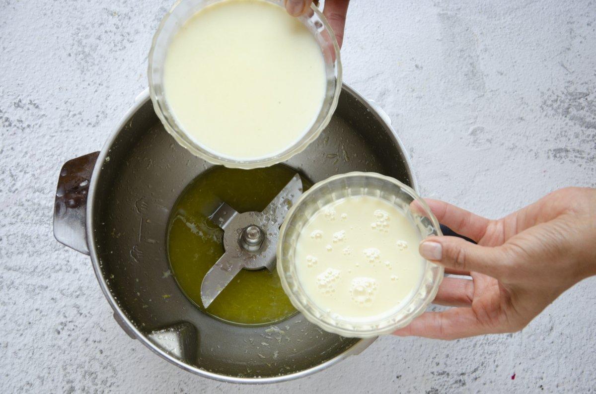 añadimos la crema y la leche