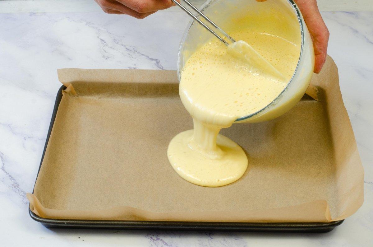 Añadimos la mezcla al molde