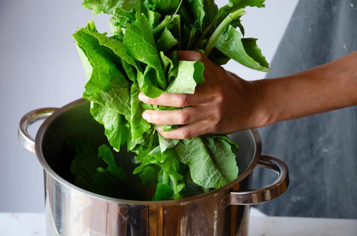 Añadimos las verduras a la olla
