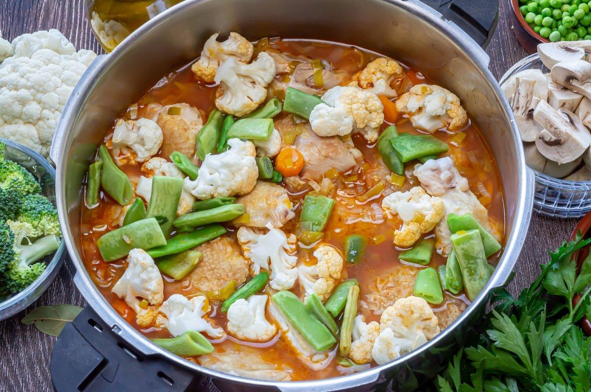 Añadir el resto de pollo y las verduras más duras