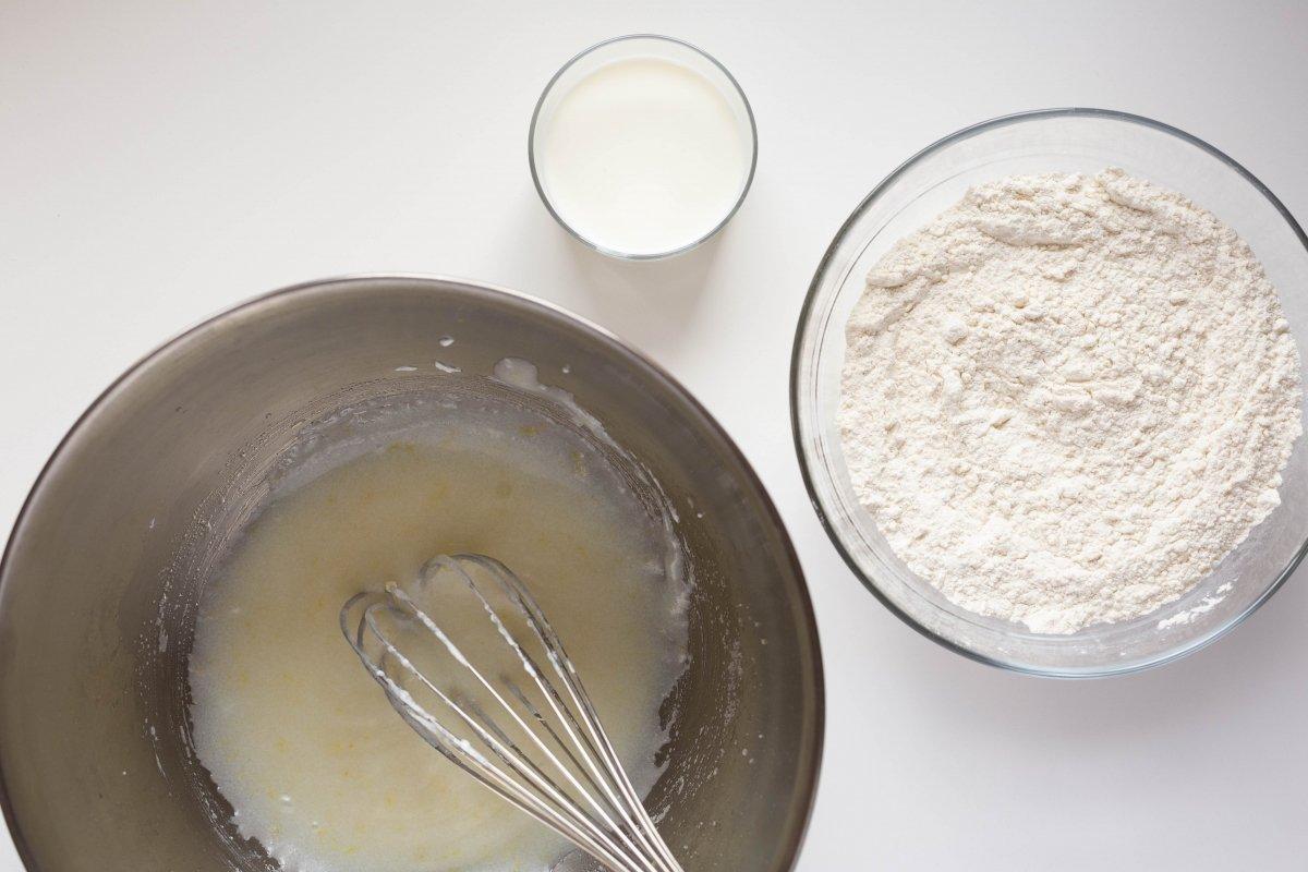 Añadir la harina y la leche
