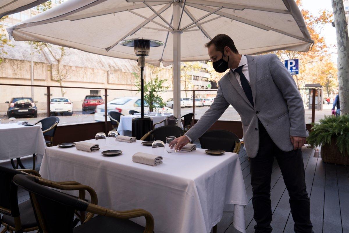 Antonio Sayago en la terraza