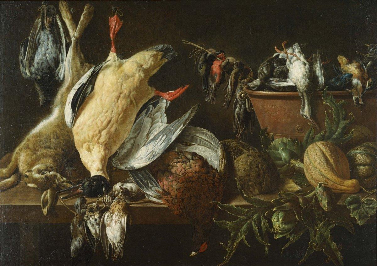 Aves de caza dispuestas para preparar en la cocina