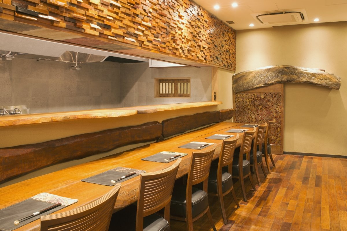Barra del restaurante Den