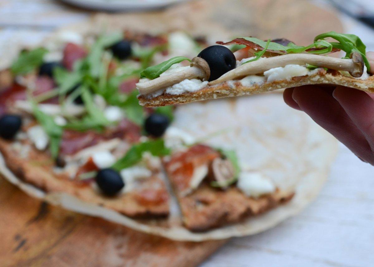 Base fina de la pizza de quinoa