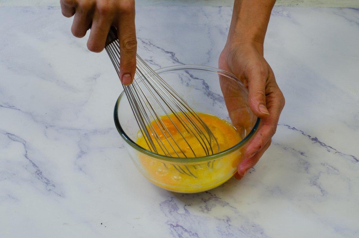 Batimos huevos con azúcar