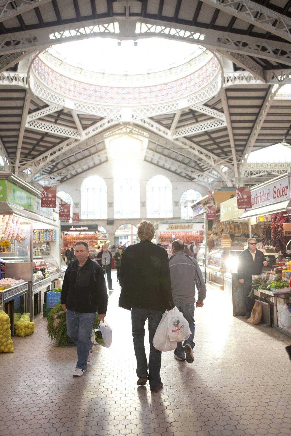 Bernd H. Knöller en el Mercado Central de Valencia