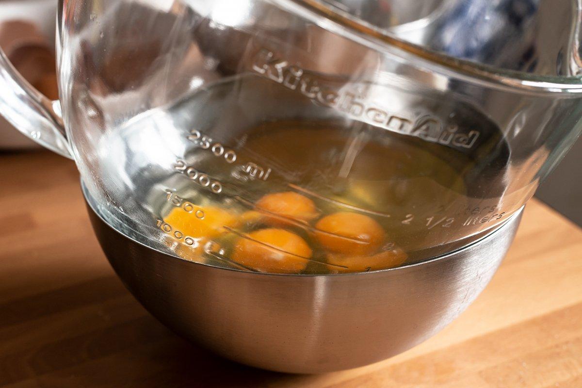 Huevos para el bizcocho cuatro cuartos