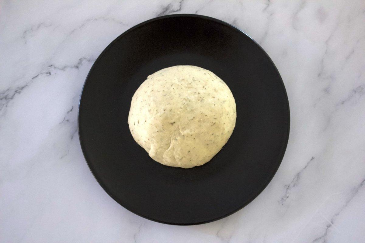 Bola del pan de las tostas con salmón ahumado con queso