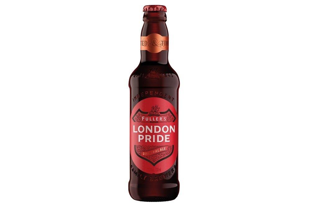 Botella de Fuller's London Pride sobre fondo blanco