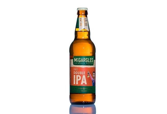 Botella de McGargle's Dan's Double IPA sobre fondo blanco