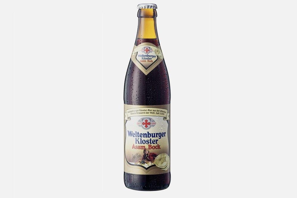 Botella de Weltenburger Kloster Asam Bock sobre fondo gris