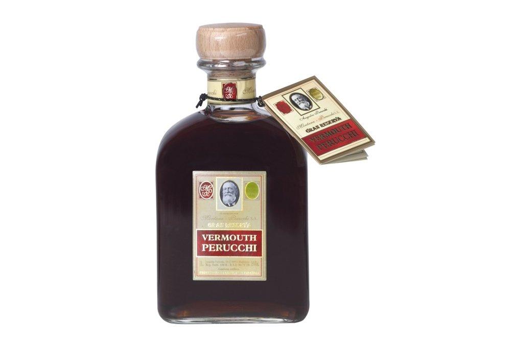 Botella del vermut Perucchi rojo Gran Reserva