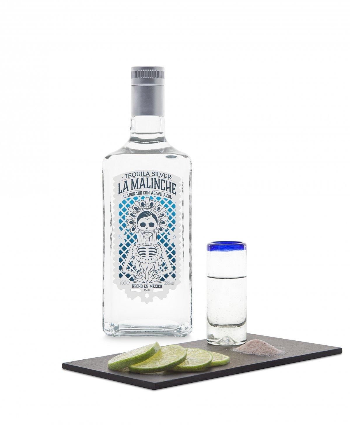 Botella tequila silver La Malinche con vaso de chupito