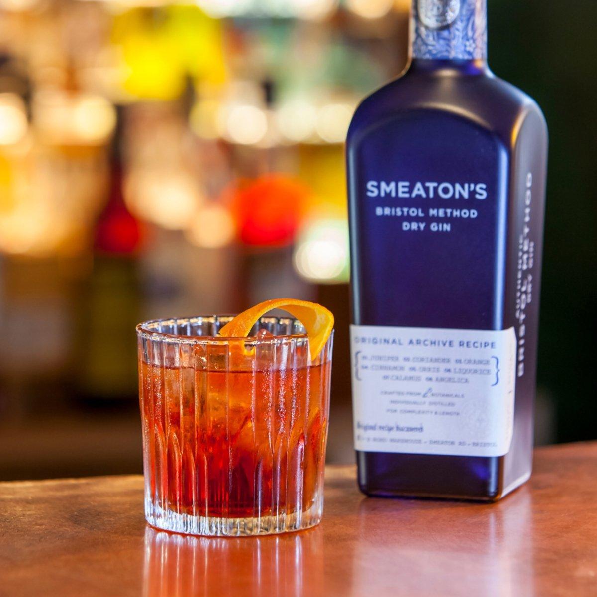 Botella y cóctel de Smeaton's Bristol