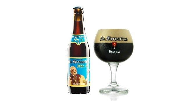 Botella y copa de St Bernardus 12