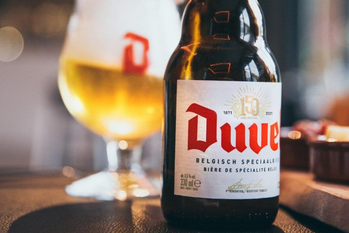 Botella y copa oficial de Duvel