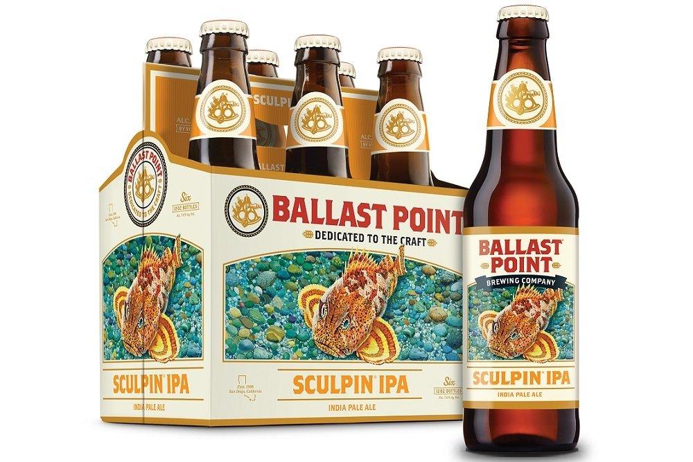 Botella y six pack de Ballast Point Sculpin IPA