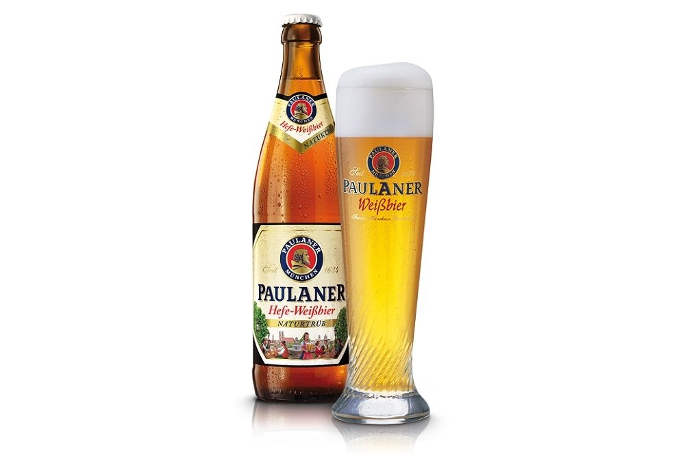 Botella y vaso de Paulaner Paulaner Hefe-Weissbier Naturtrüb