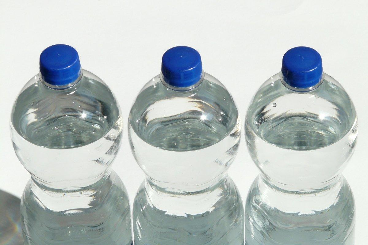 ¿Es seguro rellenar las botellas de agua?