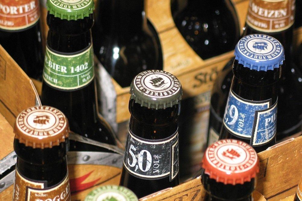 Botellas de cerveza de diferentes estilos