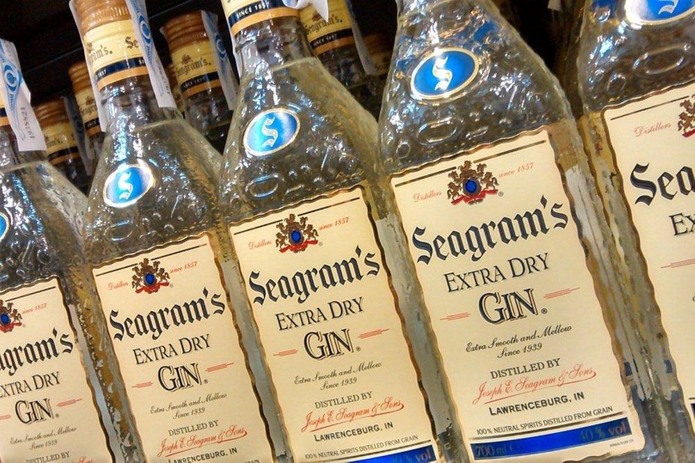 Botellas de la ginebra Seagram's