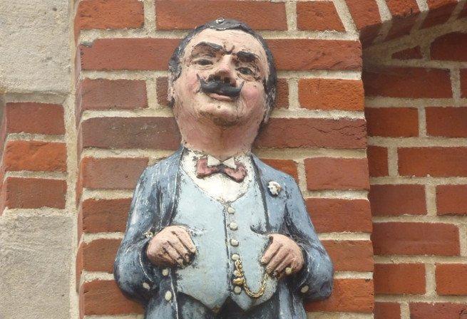 Busto de Hércules Poirot