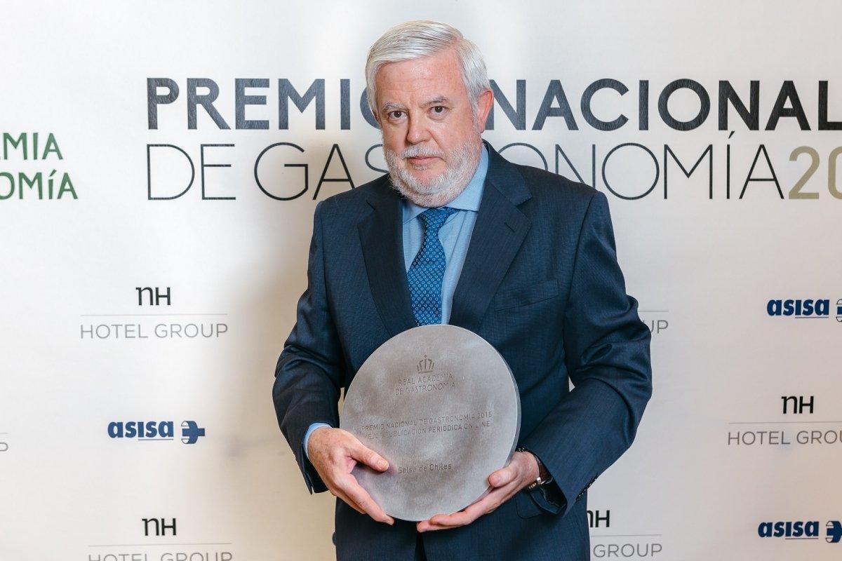 Carlos Maribona recibiendo el Premio Nacional de Gastronomía 2015