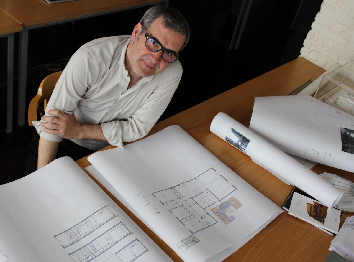 Carlos Salazar en su estudio
