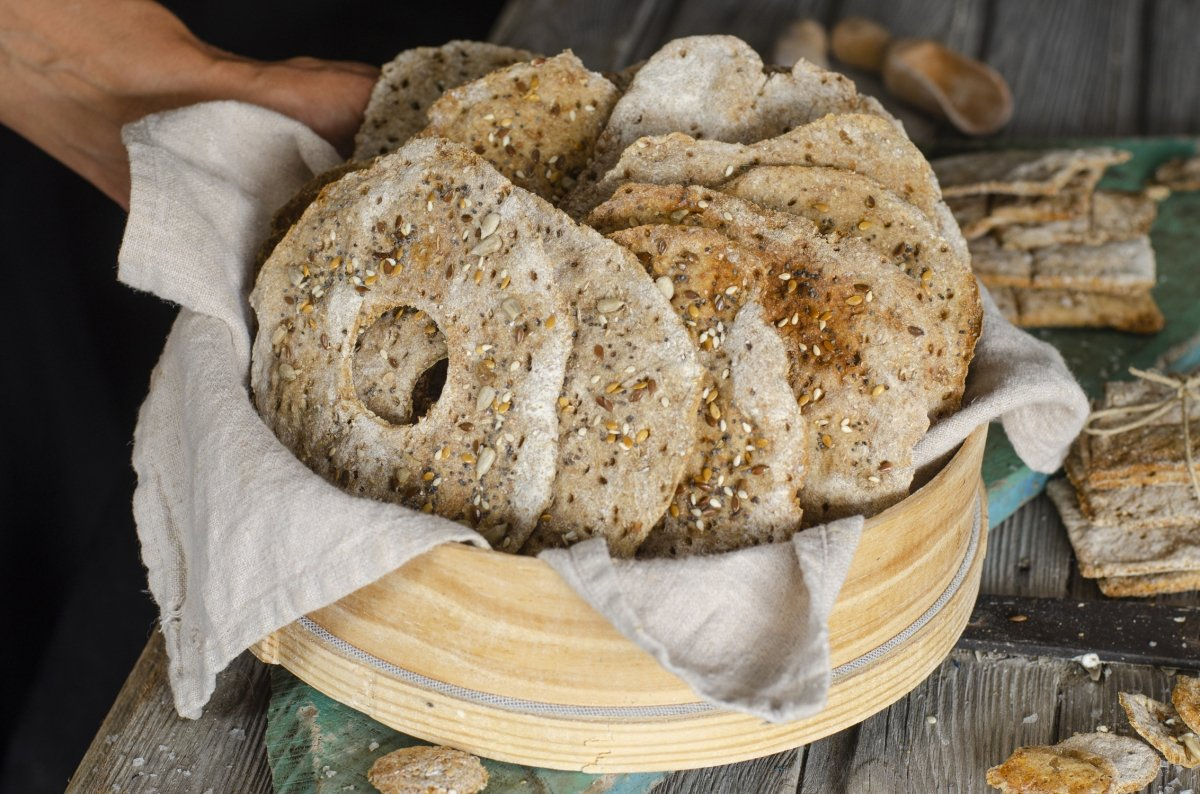 cesta de panes suecos lista para servir