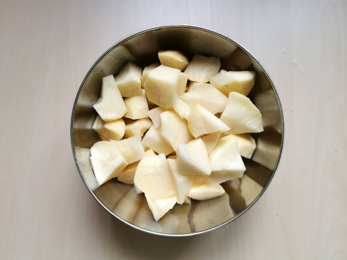 Chascar la patata en tropezones