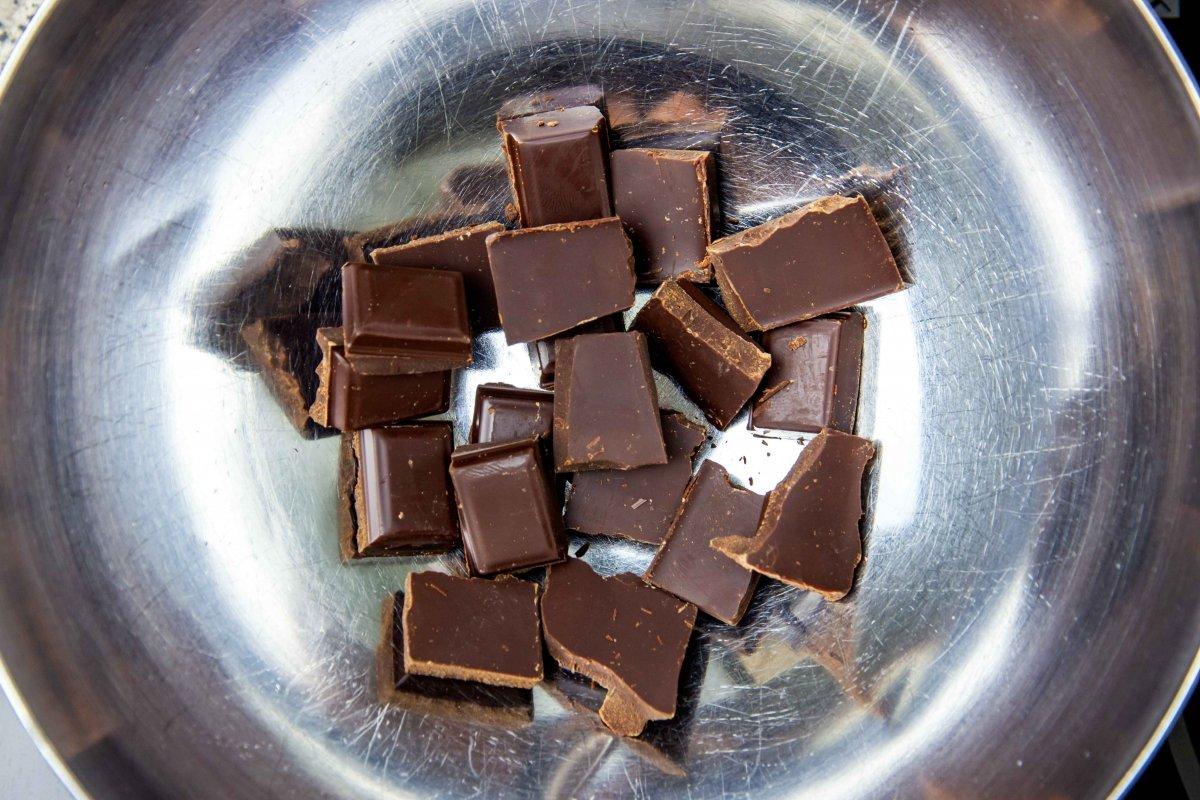 Chocolate al baño María para cobertura de las pastas de té