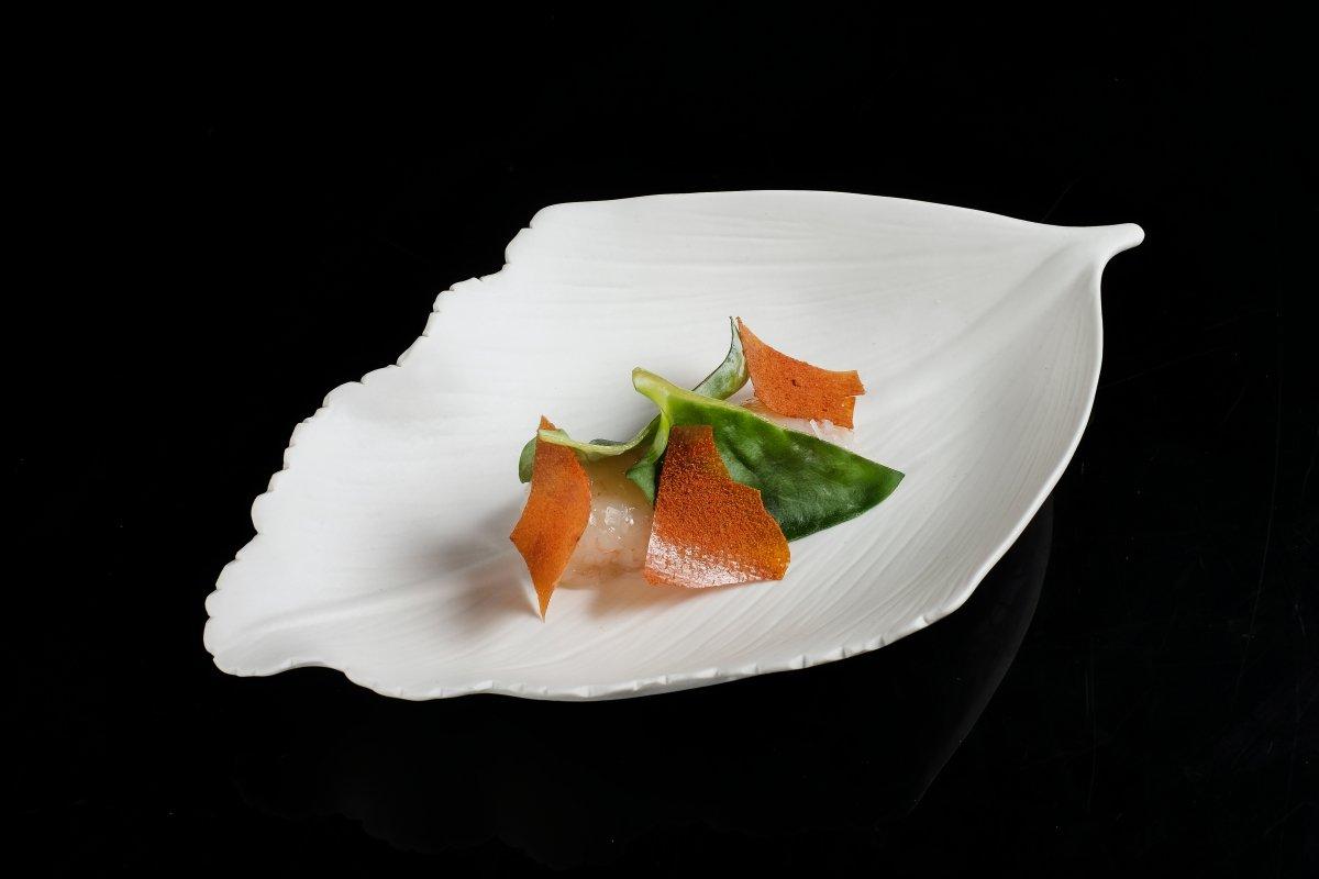 Cigala con hoja de ostra y papel de tomate de Choco