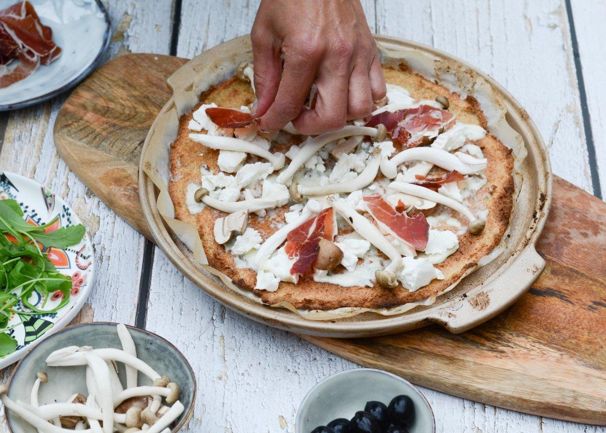 Colocamos el jamón de la pizza