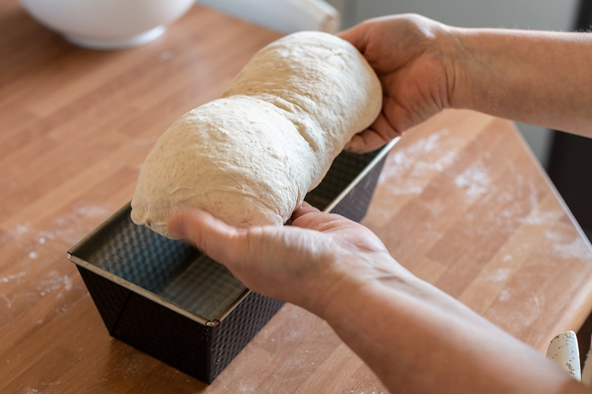 Colocar el pan en el molde