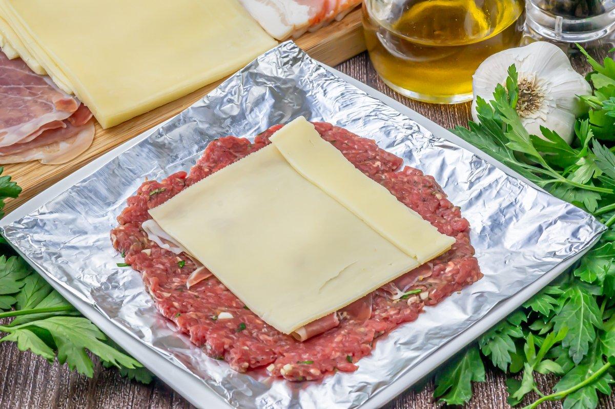 Colocar una loncha de queso