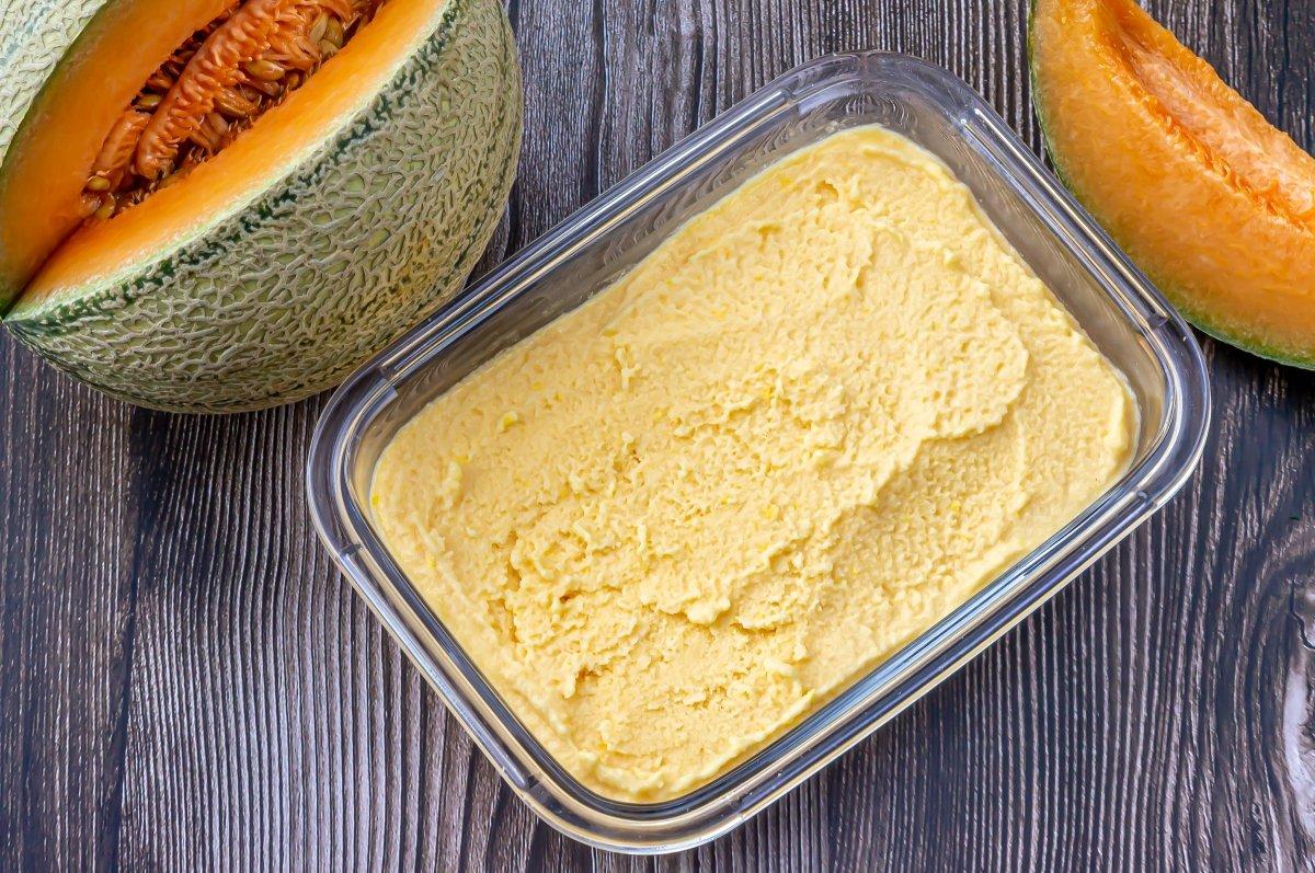 Congelar el helado de melón