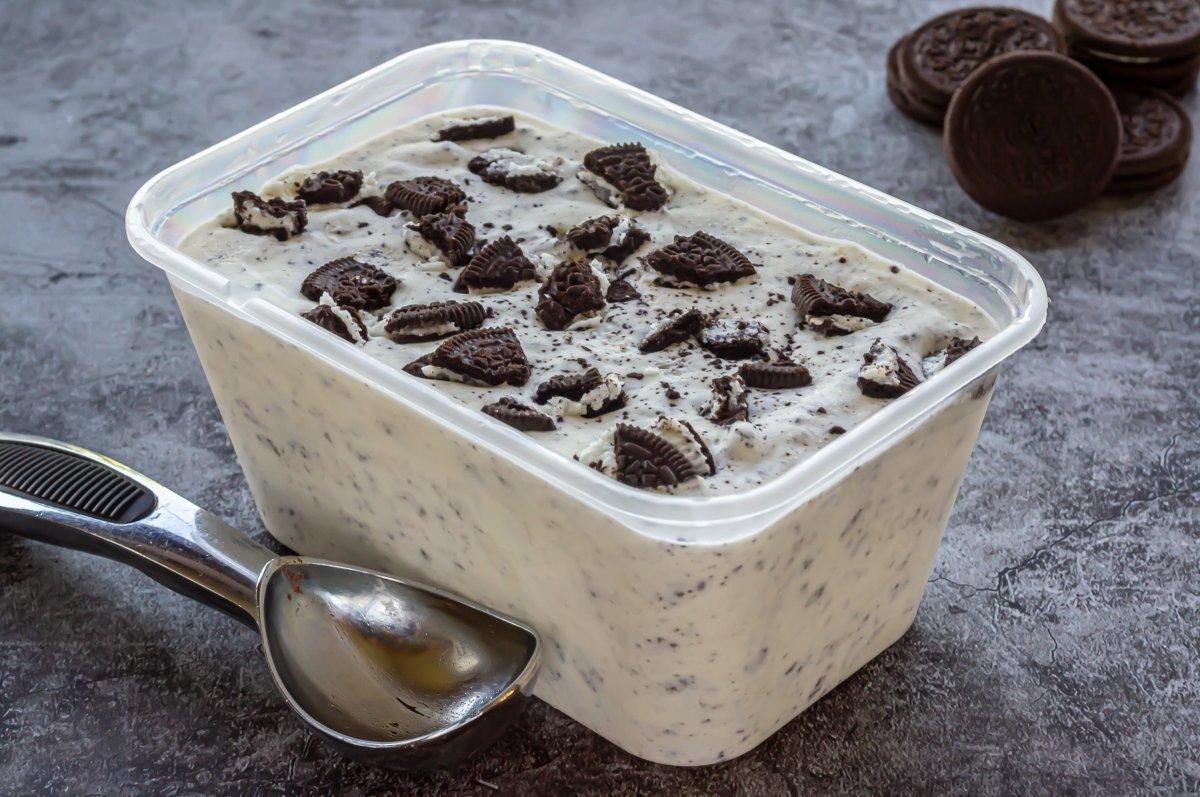 Congelar el helado de Oreo