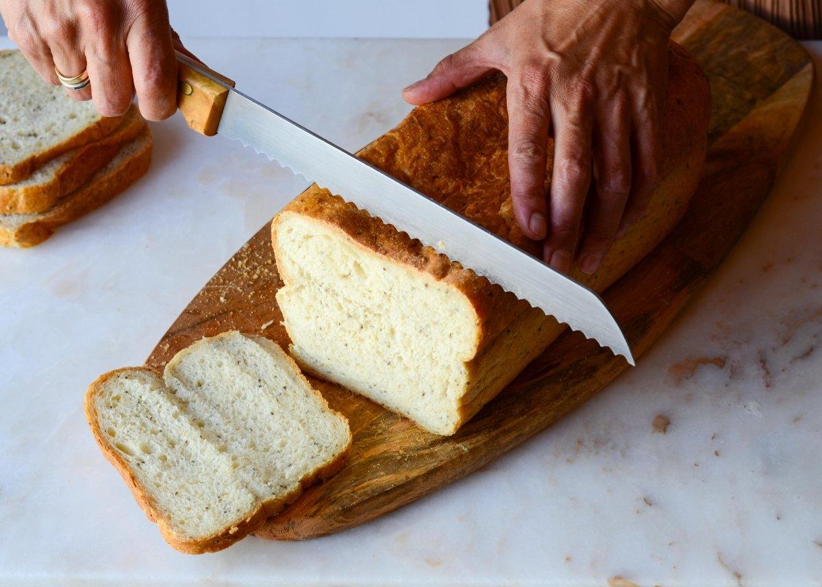 Cortamos el pan para el sandwich