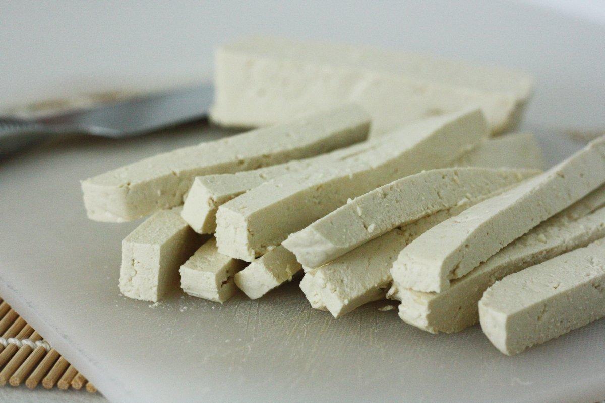 Cortar el tofu