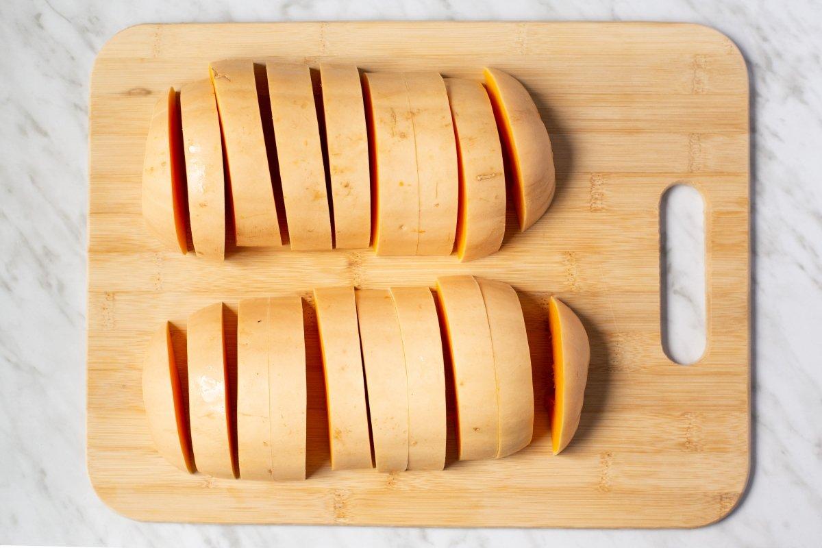 Cortar la calabaza en rodajas de 2 cm
