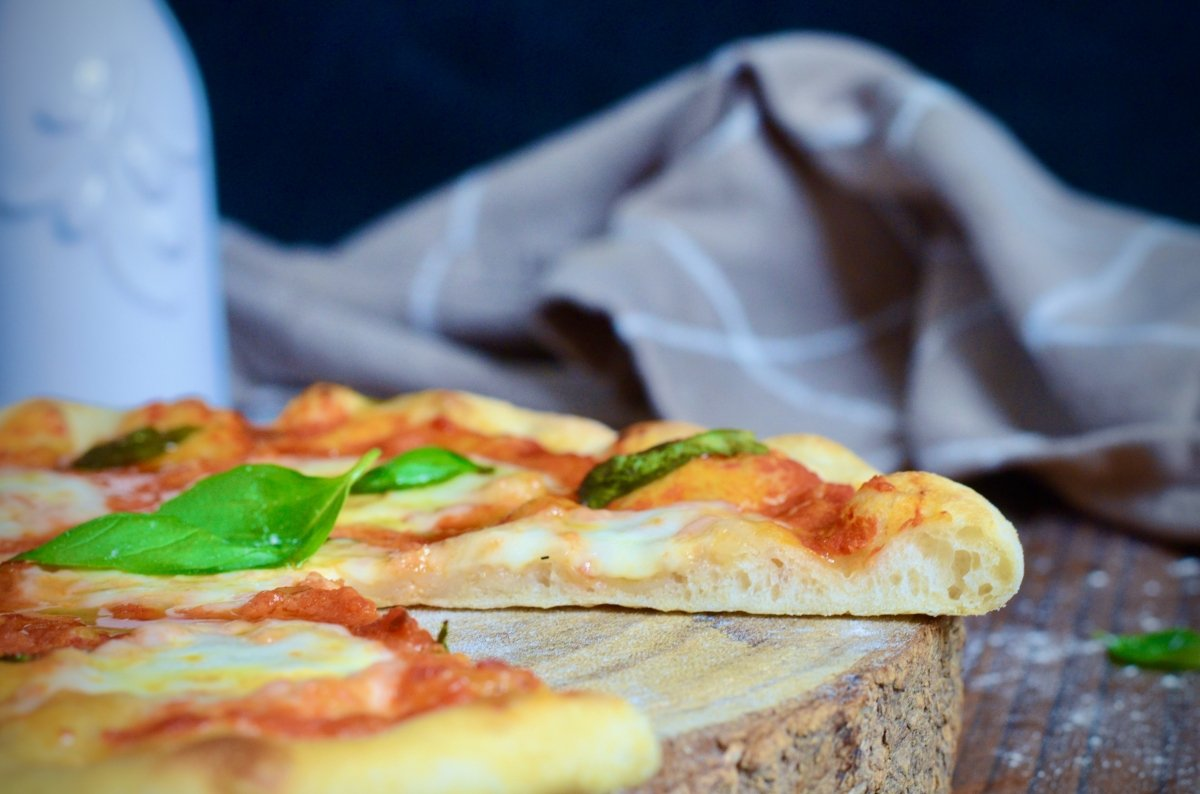 Corte de la pizza margarita