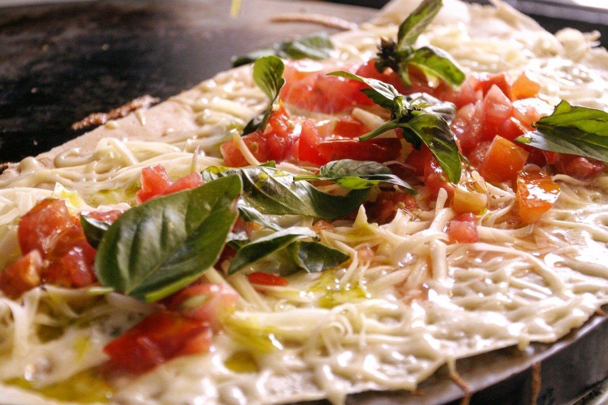 Crepe salada de tomate con queso y albahaca de Prep' La Crepe